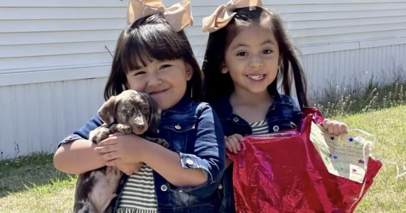 Stranger Drives 650 Miles To Surprise 4-Year-Old Twins With A Puppy